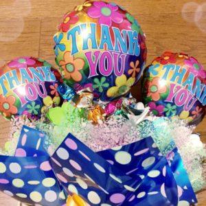 6年生へお菓子の花束をプレゼント